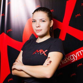 Лиза Попова